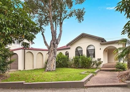 3BR Spacious House for large families and groups - Bexley