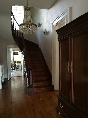 Historic Mansion BnB up to 6 guests - New Albany - Bed & Breakfast