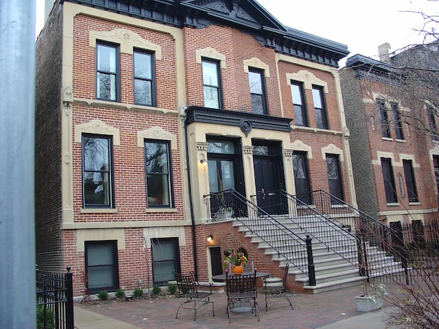 New Studio In Exclusive Lincoln Park Apartments For Rent In Chicago Illino