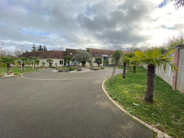 Charmante villa avec piscine intérieure