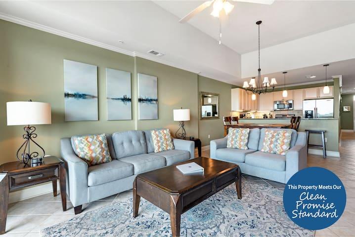 Wharf Resort 916- Bay Views with Coastal Interior & Free Water Park Admission