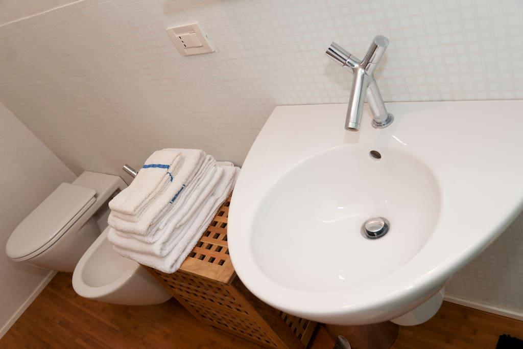 white bedroom bathroom