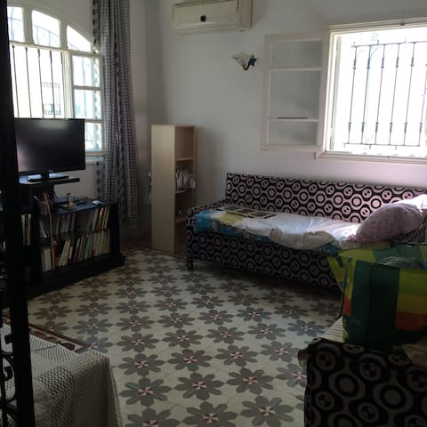 Nice room in a cozy apartment - La Marsa