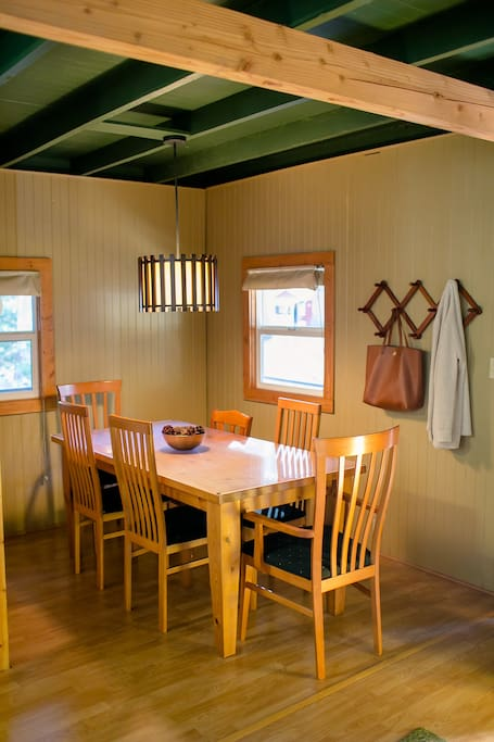 Dining area that accommodates 6