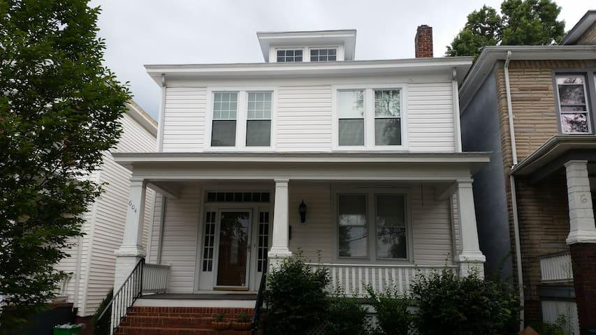 Cozy home, great location! - Richmond - Hus