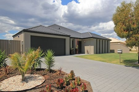 Modern family home - Carramar