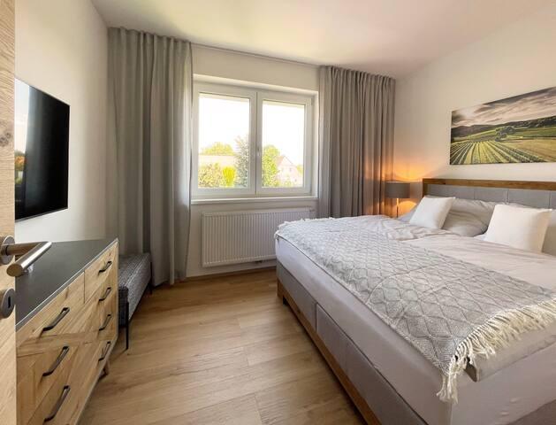 Schlafzimmer 2 | Bedroom 2
