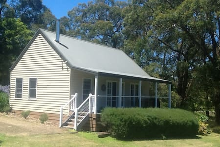 Private timber Cottage in Red Hill. - Red Hill South