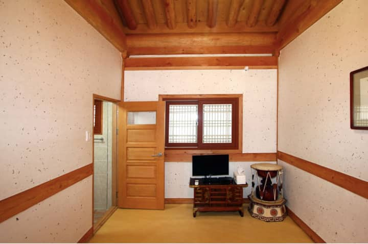 매화, 오목대 인근의 전통 한옥 체험 숙소 예다원 4인실