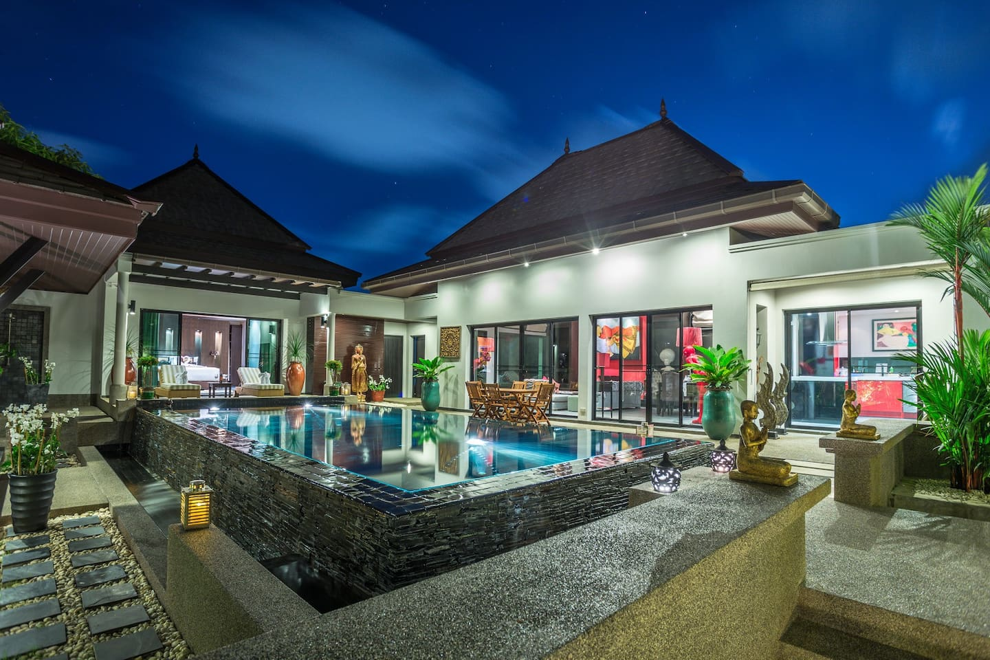 BEAUTIFULLY FURNISHED WITH ALL ORIGINAL ARTWORKS ( OWNERS ART DEALER ) private swimming pool and 1 large living room with Original Art .  We have 3 Air conditions Bedrooms including bathrooms ..