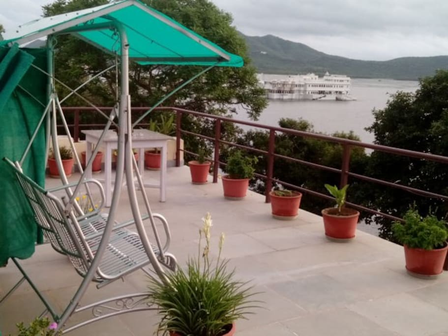 Swing on the terrace overlooking the Lake Pichola.