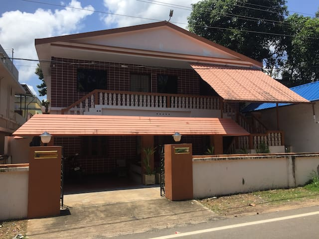 Best Serviced Villa near Cherai - North Paravoor - Huvila