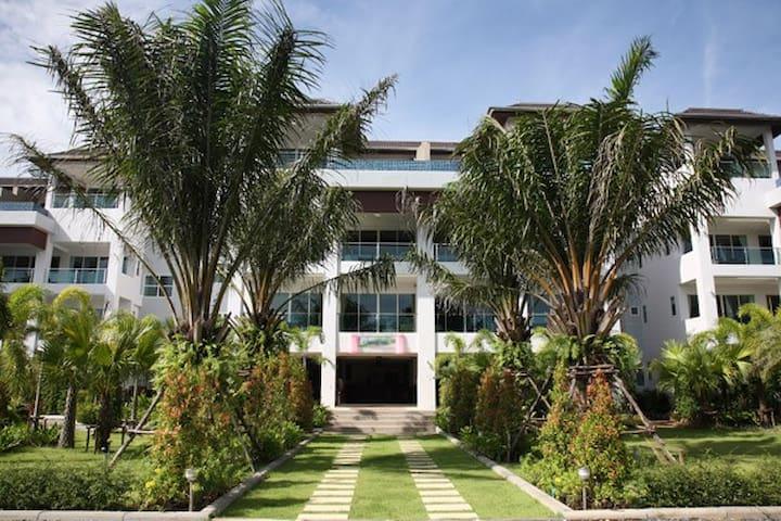 Bangtao Beach Apartment in Resort