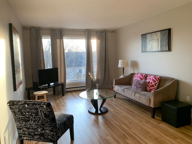 2 bedroom apartment by Jones lake