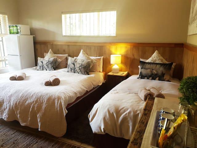 Room4 SC Honey Lodge: Dinokeng Big5 Game Reserve
