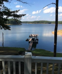 Allatoona Lake Front Cabin, Peaceful Fall Getaway - Acworth