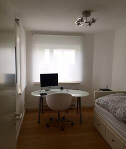3 ZKB mit großer Terrasse - Eschborn - Apartment