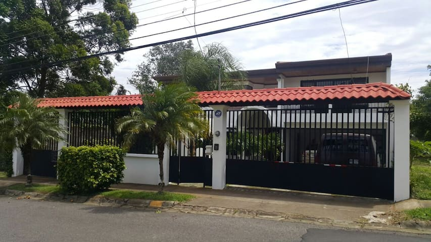 Big House in Heredia, Great Location!