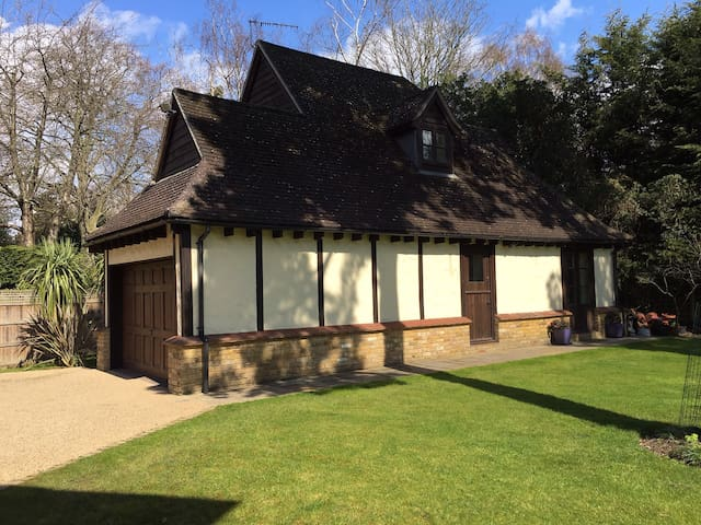The Little Cottage - Kingston upon Thames