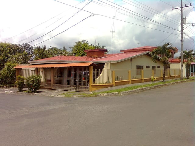 Rooms for Rent,  COSTA RICA - Turrialba - Huis