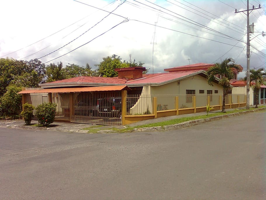 Rooms for rent costa rica houses for rent in turrialba for Costa rica rental houses