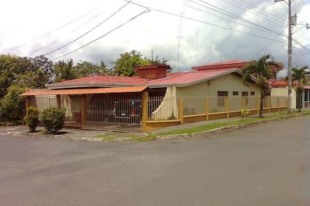 Rooms for Rent,  COSTA RICA - Turrialba - Haus