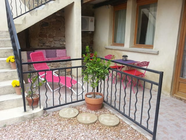 Le Studio, Wifi,TV.Pool,Village,Bar,Games Room - Azille - Byt