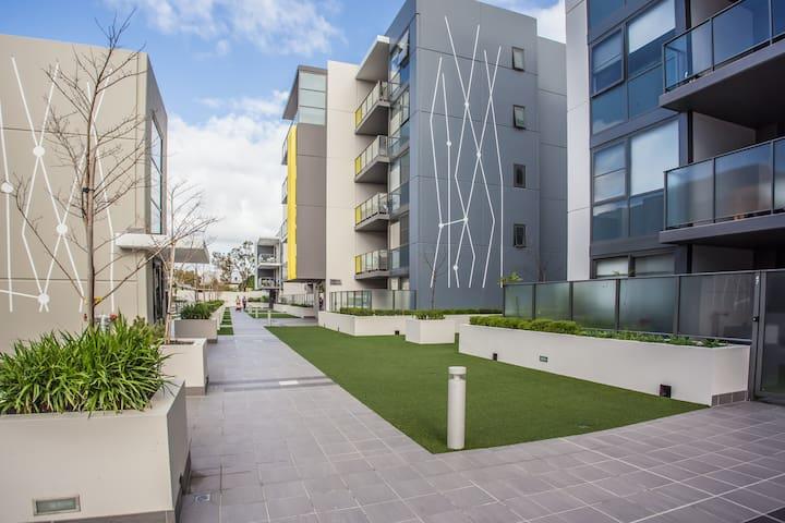 City View Apt on Perth's Best St. - Highgate