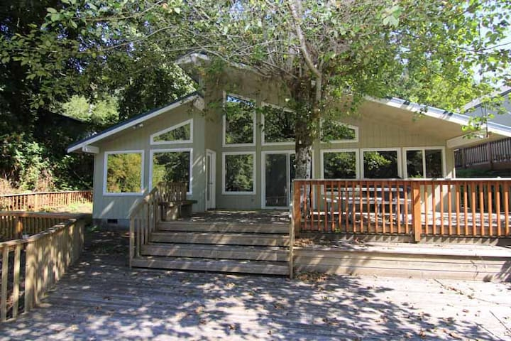 Copper Fish - Cozy Riverfront House off Siletz
