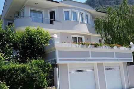 Luxury Villa Maria in Ohrid - オフリド