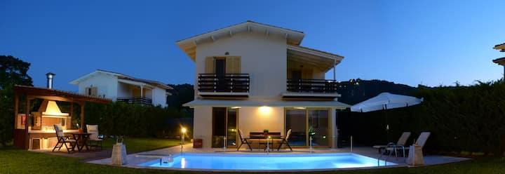 Villa Smaragdi GREEN with BBQ , garden & pool, close to Ai Giannis beach!