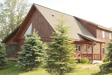 Luxury 4BR Log Cabin! 100% Private, Walk 2 Lake! - Galena