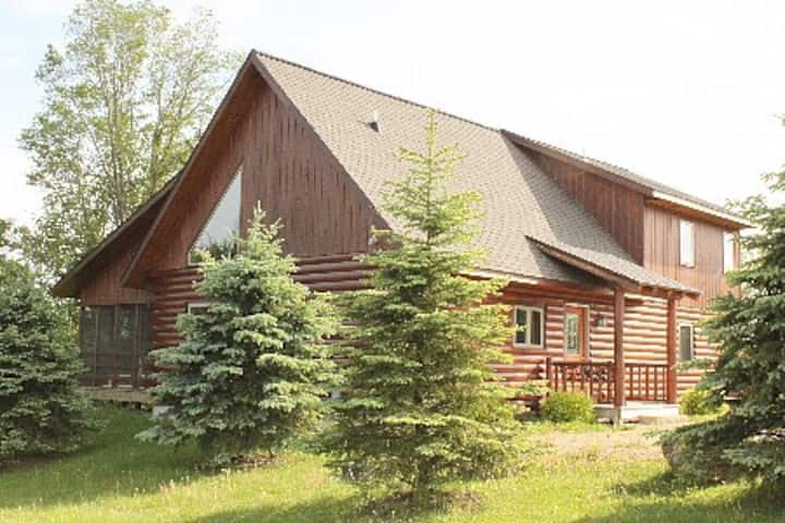Escape to Nature! Real Log Cabin @  Lake, Forest