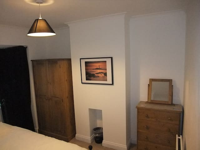 Kingsize bed, tidy house nr Airport - Newcastle upon Tyne - Hus