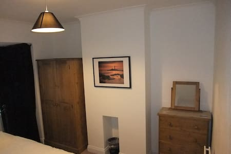 Kingsize bed, tidy house nr Airport - 泰恩河畔紐卡斯爾(Newcastle upon Tyne)