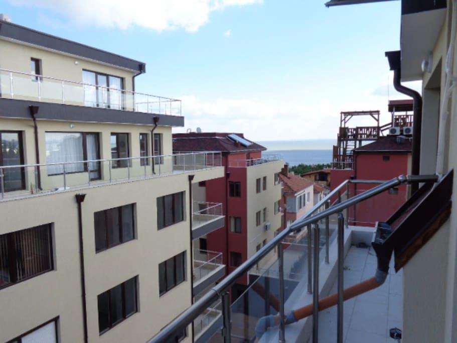 Вид с балкона студии.
