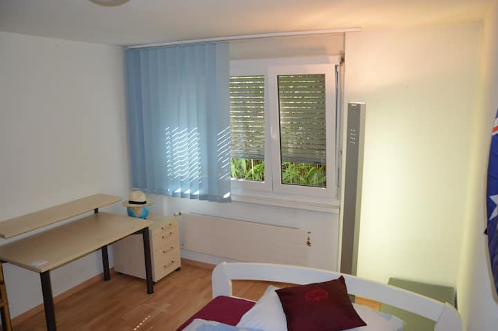 Quiet room incl. own entry and bath room
