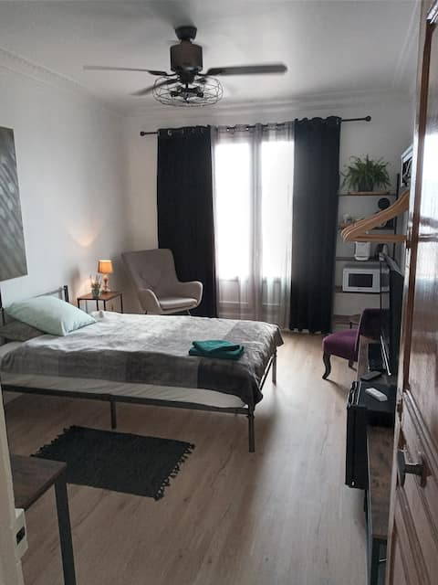 Charming room with balcony 5 min from Montparnasse