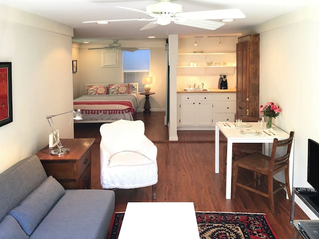 Charming Heights Studio in the Center of Houston