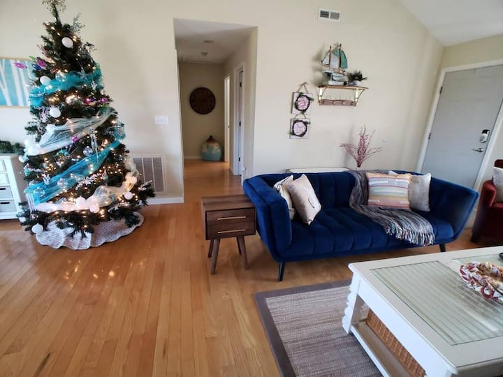Seabiscuit Cottage #05 Decorated for the Holidays! Pet friendly with fee