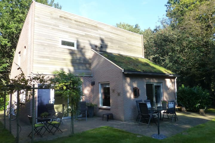 Luxurious holiday home surrounded by nature with large garden, sauna and lots of privacy