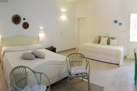 Sikalìndi...relax tra i due mari del Salento - San Dana - Bed & Breakfast