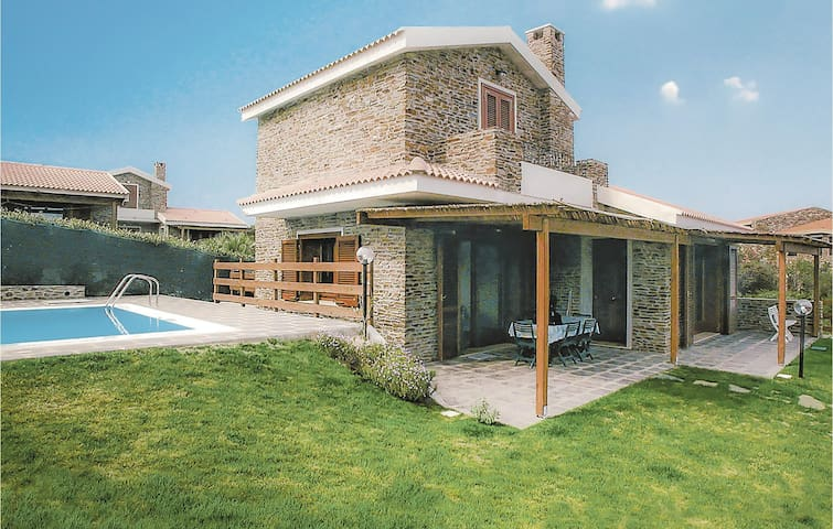 Holiday cottage with 4 bedrooms on 130m² in Stintino SS