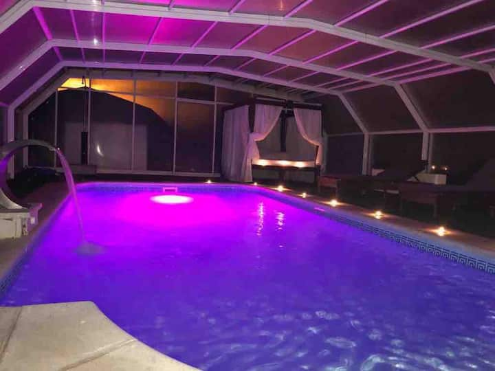 Villa con Jacuzzi privado y Suite con cama de Agua