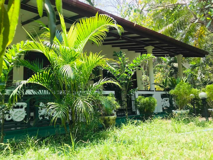 Sigiri Saman Homestay Deluxe Triple room with A/C