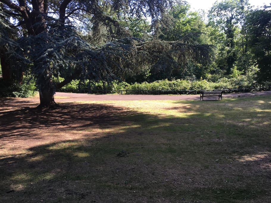 5min walk from Brent Park