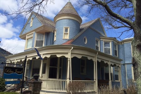 Bed & Breakfast in Downtown Newport - Newport