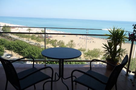 100sqm flat in front of the seaside - Calella
