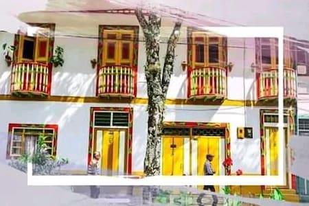 Pijao, Casa de los colibríes para una persona