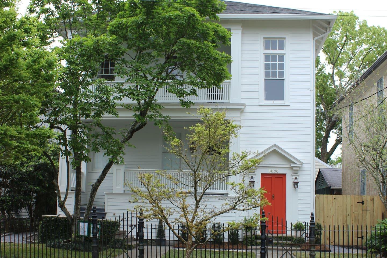 Beautiful Uptown 3 Bd & 2Bth - 1 Block to St. Charles Streetcar & 3 Blocks to Audubon Park